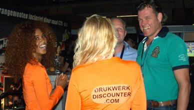 Drukkerij Drukwerkdiscounter promoteam in gesprek op de Regio Business Dagen Eindhoven