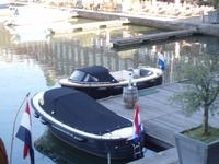De sloepen van Maastrichtsloep in het bassin van Maastricht.